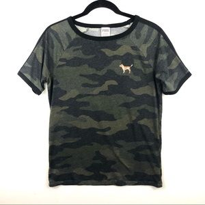Pink t-shirt camouflage sz small